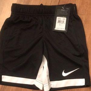 Nike boys black shorts Size-5 NWT